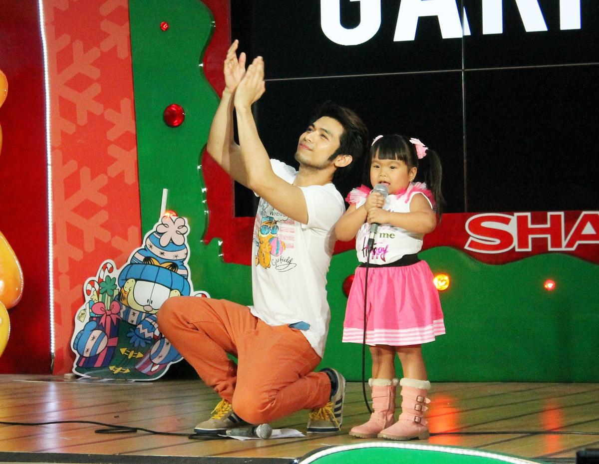 Back to previous page home garfield holiday celebrations - Host Jazper Tiongson Dances With Eat Bulaga S Cha Cha Cha Girl Ryza Mae Dizon